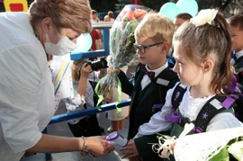 Russian Schools Reopen As COVID-19 Cases Surge Past One Million